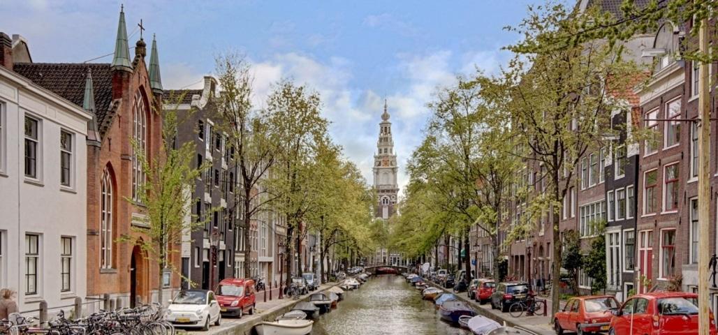 De mooiste gracht van de Amsterdamse Wallen is de Groenburgwal