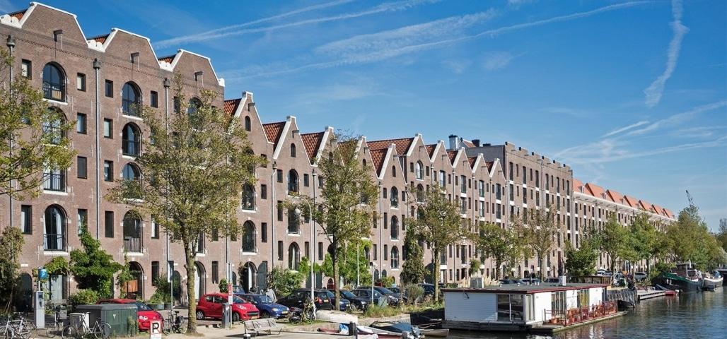 Een van de mooiste grachten van Amsterdam is het Entrepotdok
